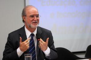 Eduardo Azeredo, réu no mensalão mineiro, em sessão na Câmara dos Deputados em 2014 (Foto: Beto Oliveira/Câmara dos Deputados)