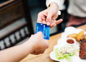 cartão de cŕedito, taxa
