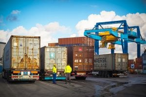capatazia, Incide ISS sobre armazenagem de mercadorias em portos, decide STJ