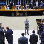parlamentar cassado Crise do coronavírus e o debate sobre redução de salário de servidores públicos