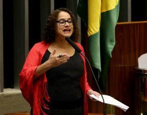 Luciana Santos centro da política