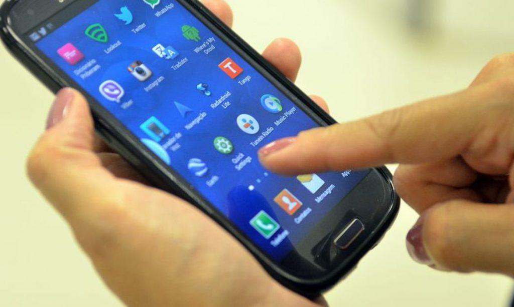 Celular pode ser usado para acionar assistentes virtuais de defensorias