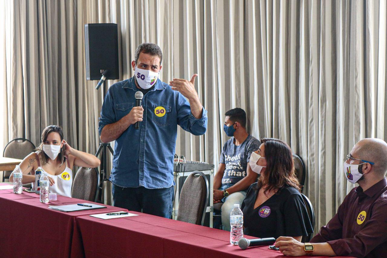 Guilherme Boulos, do PSOL, discursa em evento de campanha