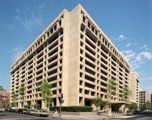 Foto da fachada da sede do Fundo Monetário Internacional (FMI) em Washington, nos Estados Unidos