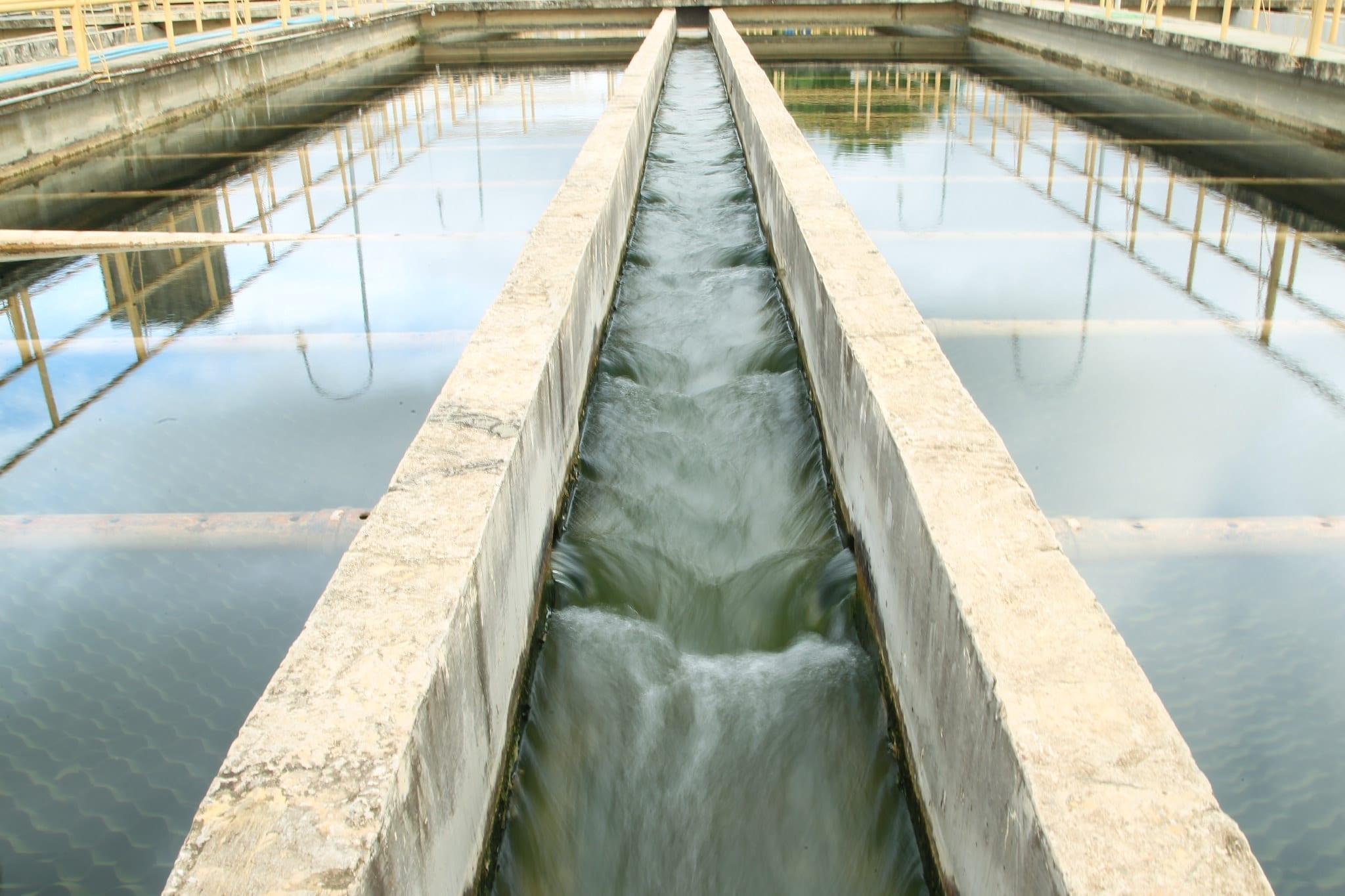 Vista aérea de uma estação de tratamento de água