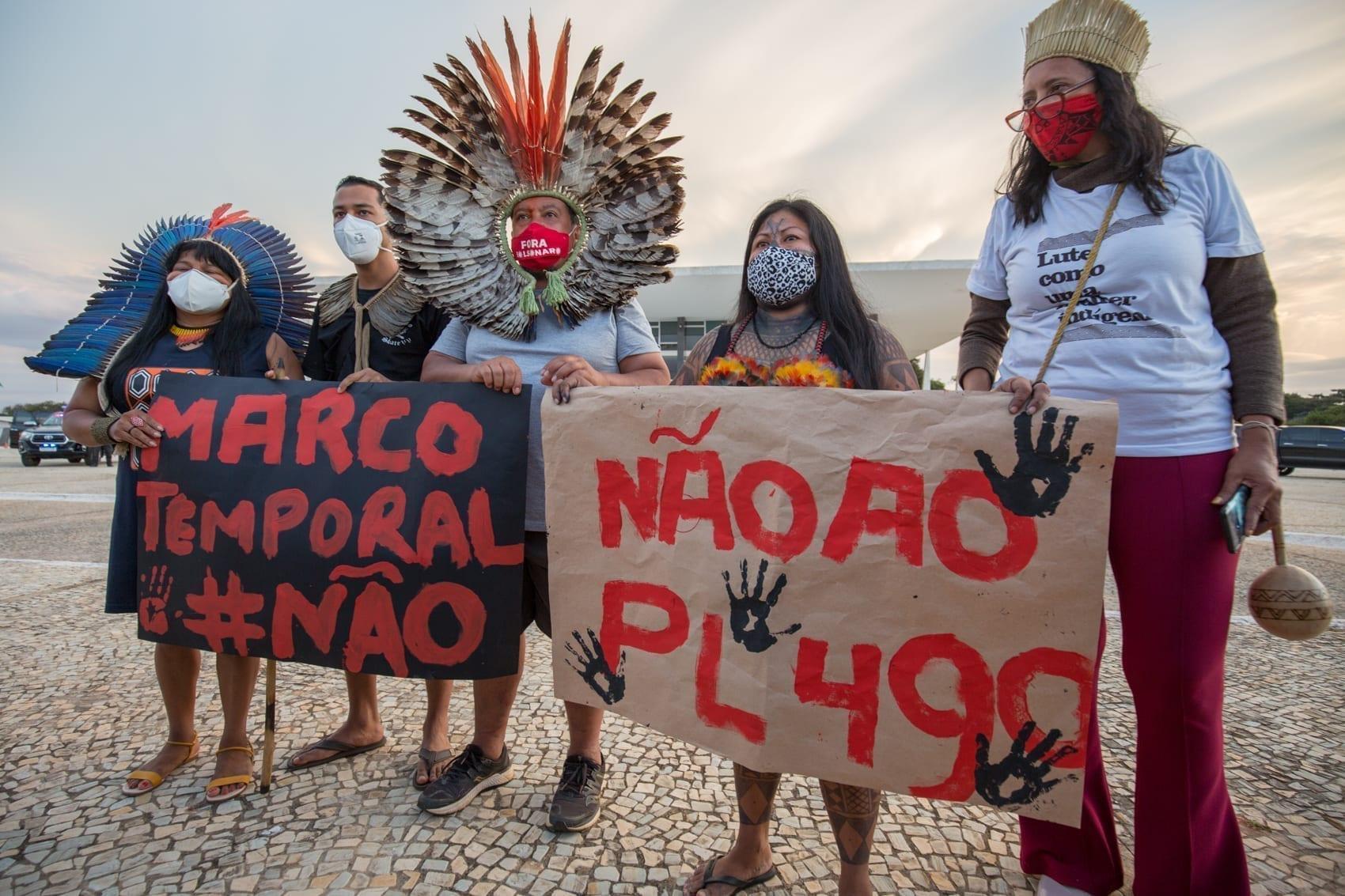 Indígenas protestam contra o PL 490/2007