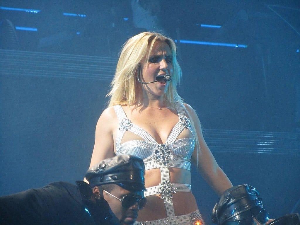 Imagem mostra show da cantora Britney Spears