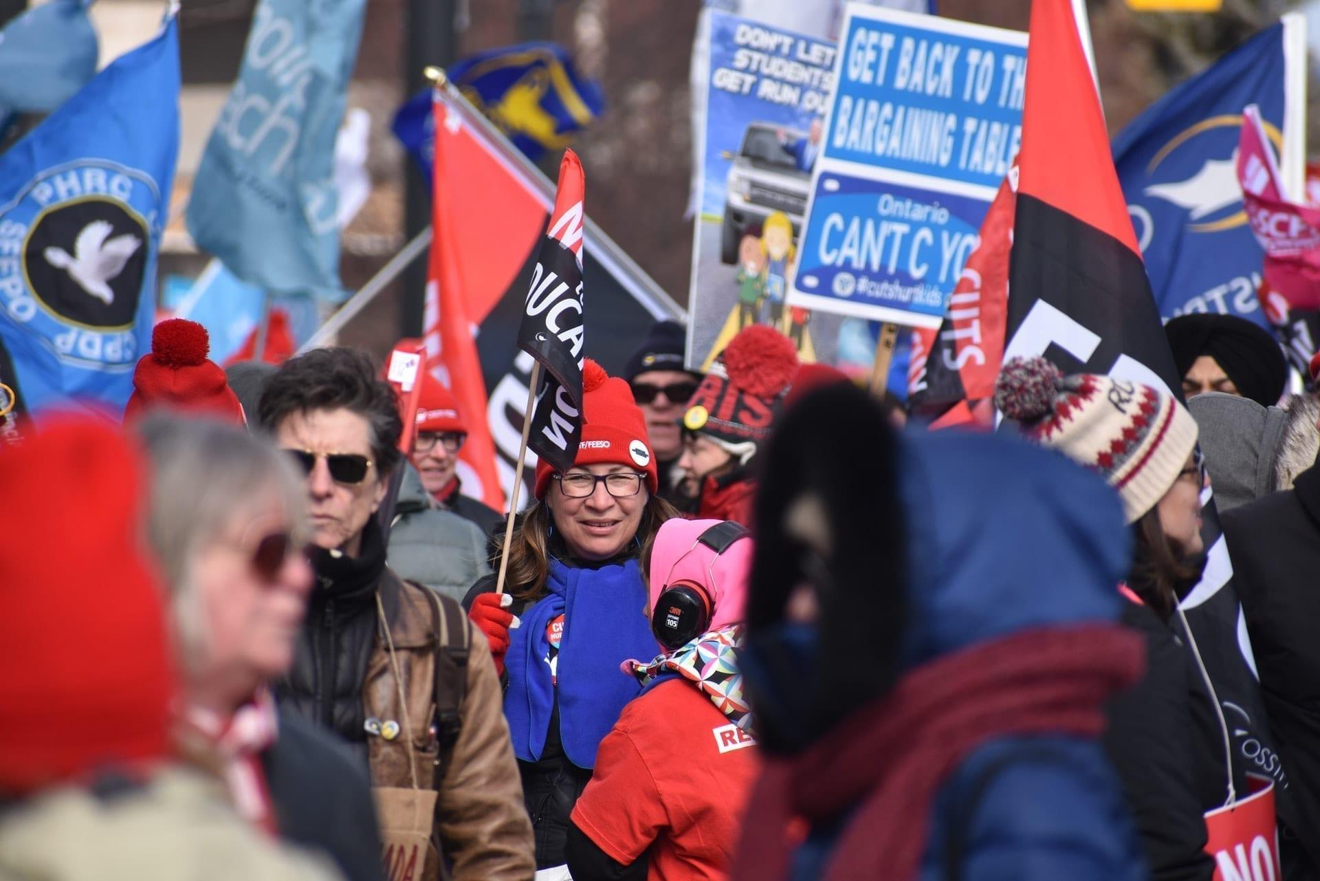 Imagem mostra protesto de trabalhadores