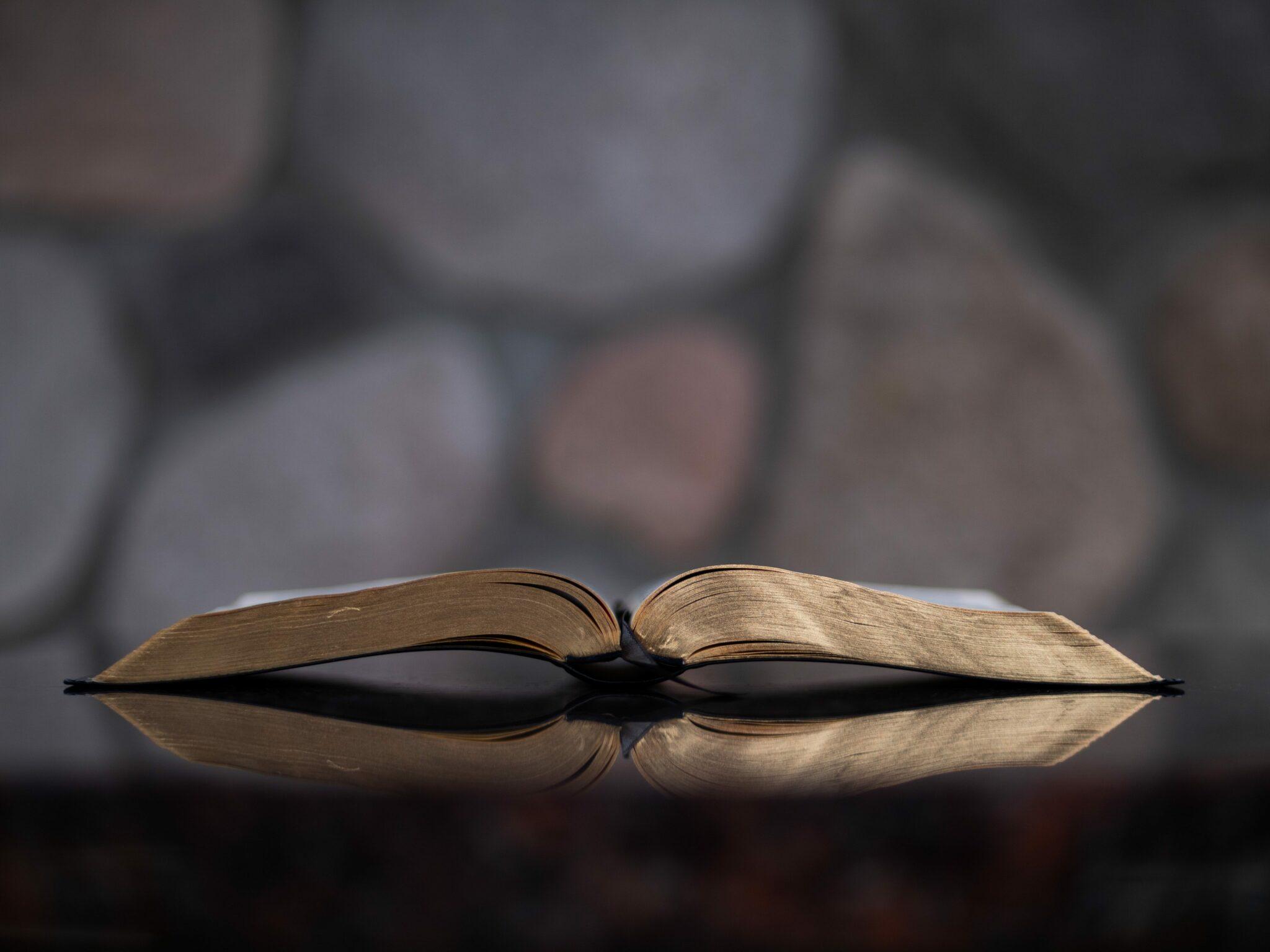 Pastor e igreja devem indenizar mulher por chamá-la de 'infiel' em culto